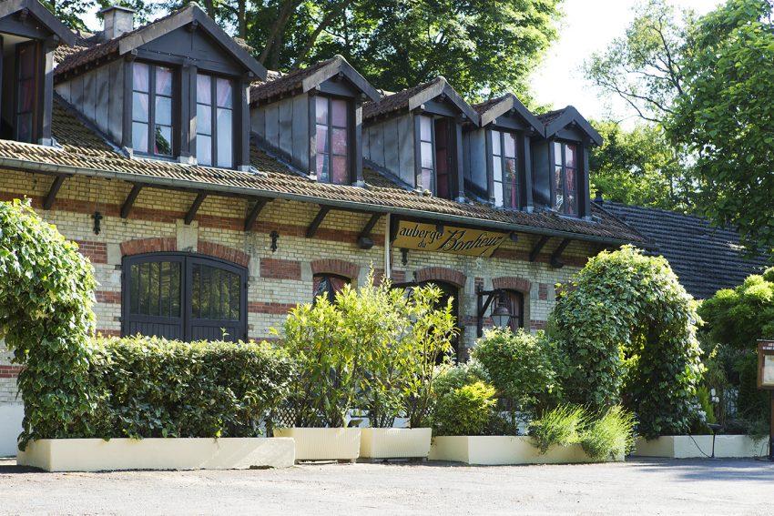 l 39 auberge du bonheur une adresse gourmande au charme verdoyant au coeur du bois de boulogne. Black Bedroom Furniture Sets. Home Design Ideas